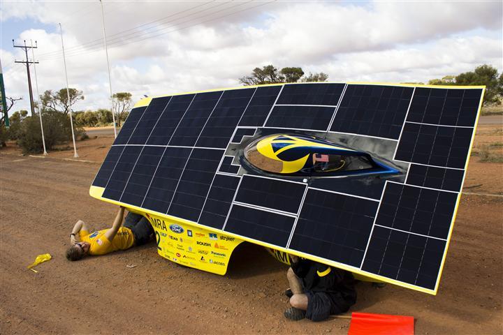 University of Michigan solar car team race crew member Ethan Lardner works on Quantum during a control stop on a practice race in Australia. Credit: Evan Dougherty