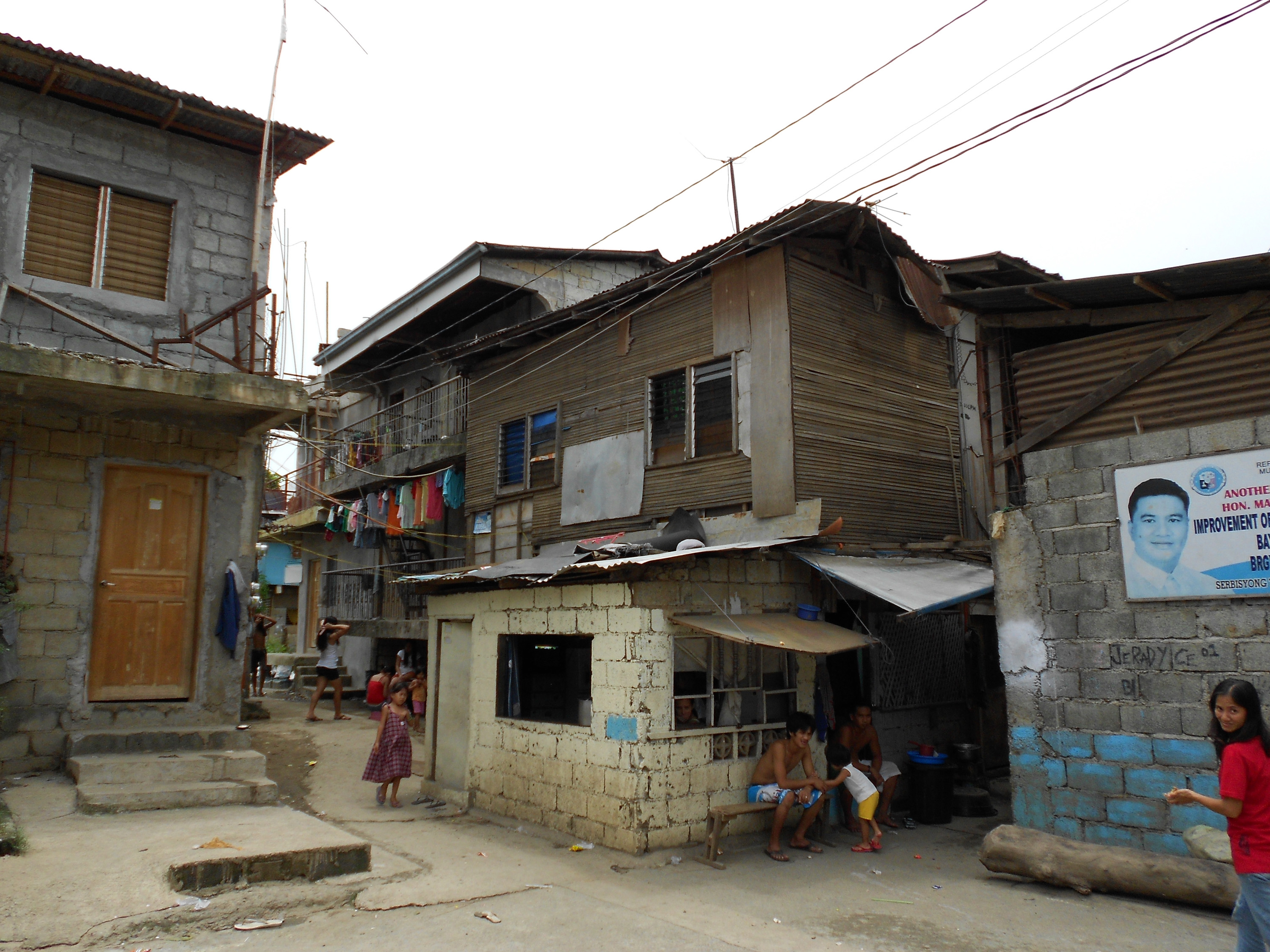 A neighborhood in the greater metropolitan Manila area threatened by severe flooding caused by typhoons and development. Image credit: Gavin Shatkin
