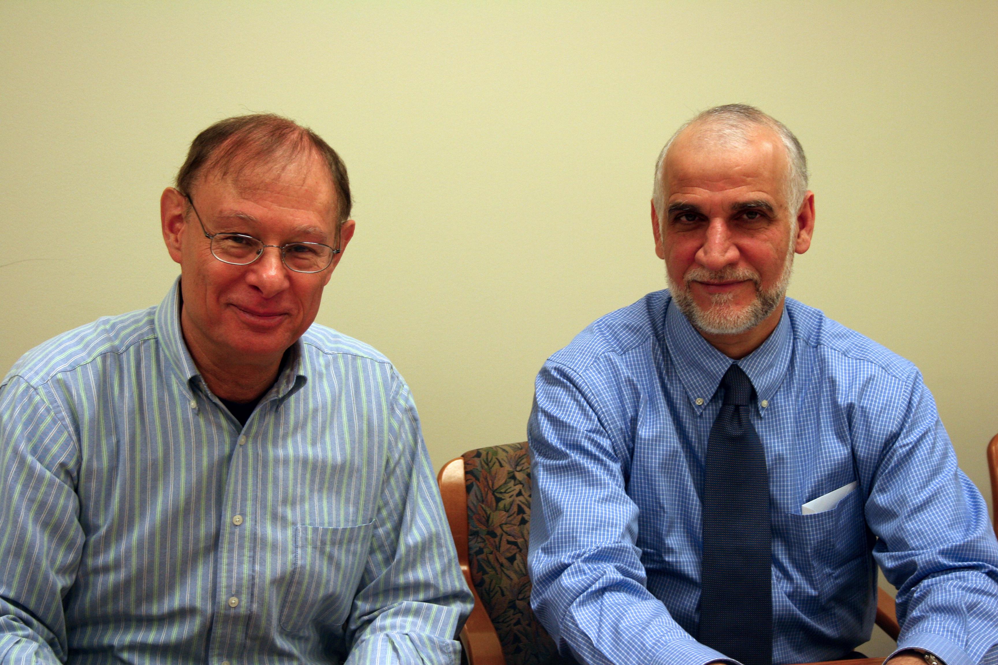 Mark Tessler (left) with SESRI director Darwish Al-Emadi.