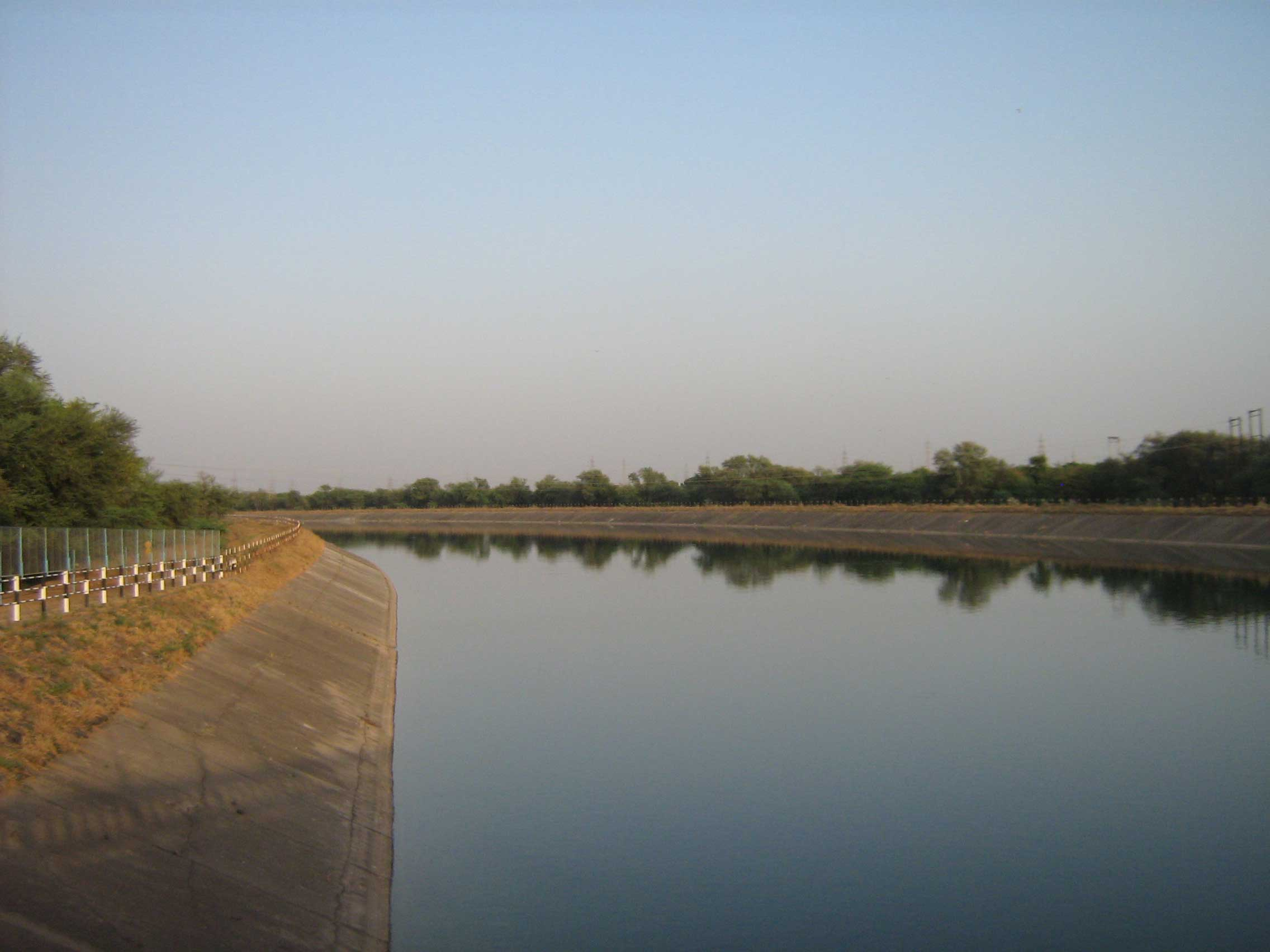 An irrigation canal in the northwestern Indian state of Gujarat. Image credit: Andres Baeza