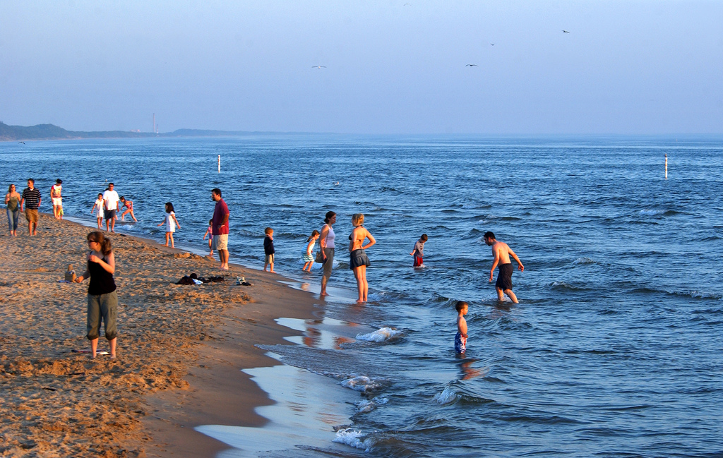 dangerous-currents-outreach-program-focuses-on-michigan-s-great-lakes-coasts-sunset-orig-20140519