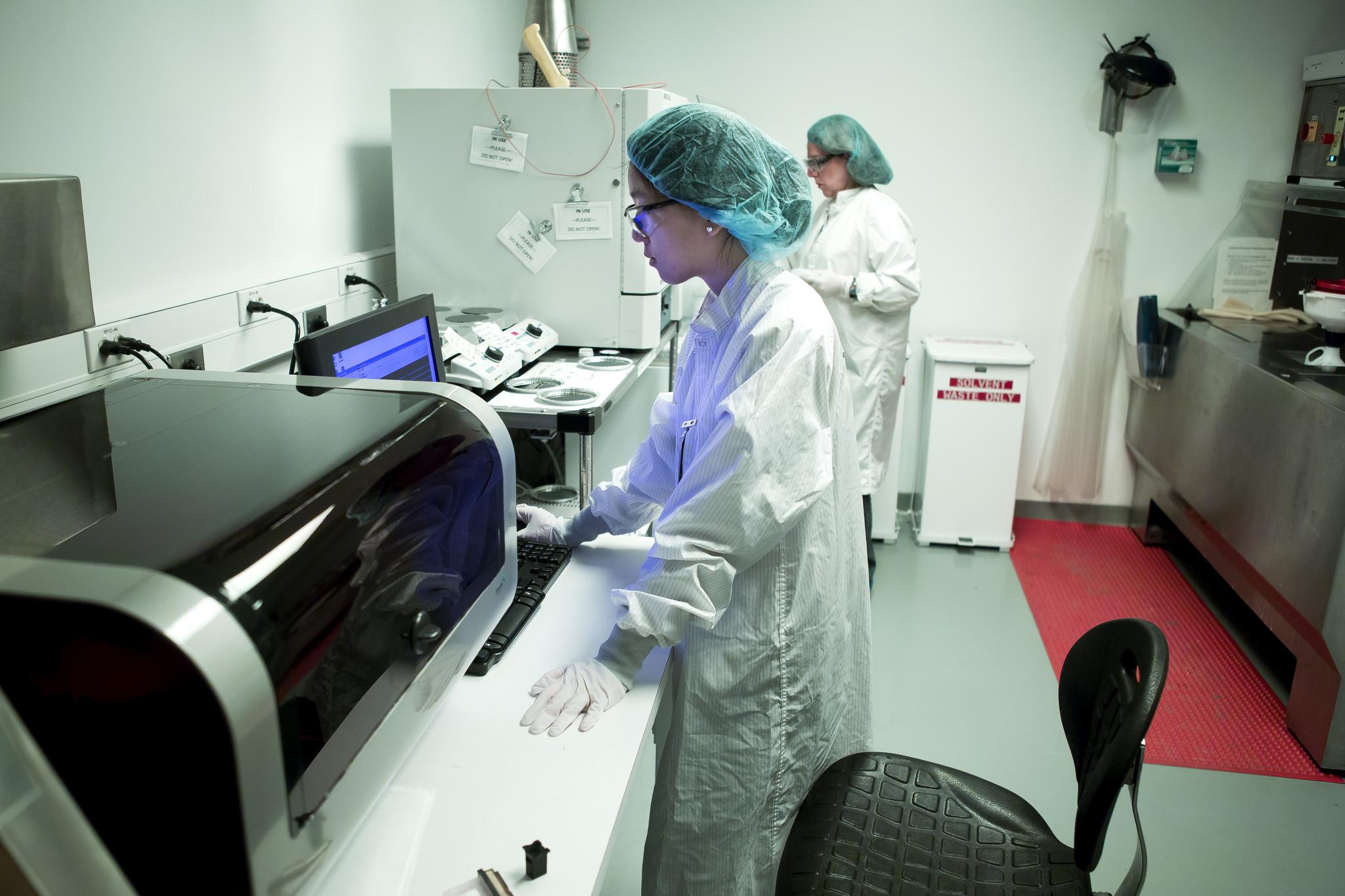 Terry Shyu, MSE PhD Student, prints nanopillars. Image credit: Joseph Xu