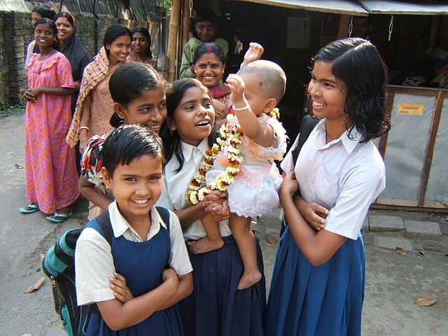 Women and children in West bengal. Image credit: Wikimedia