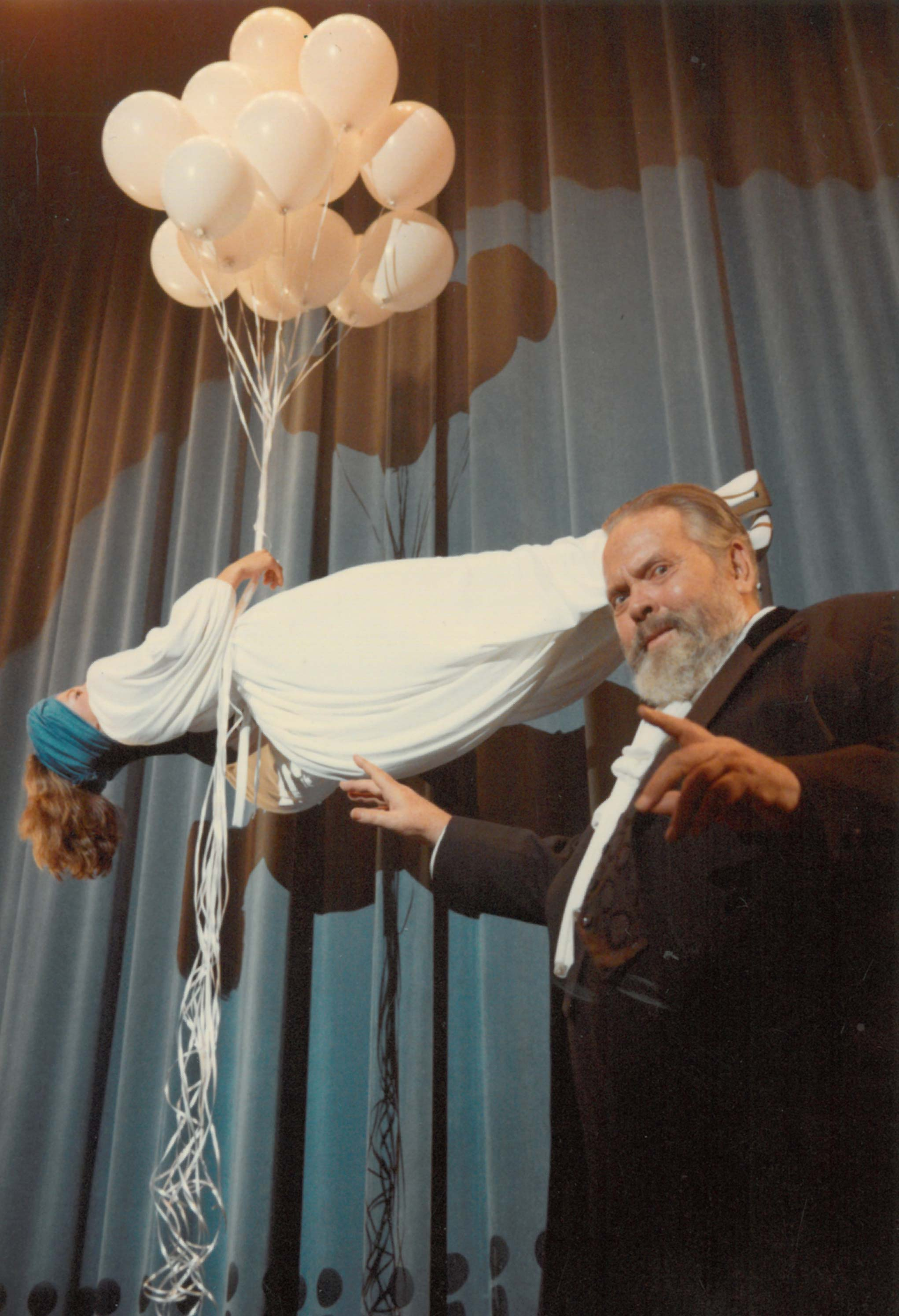 Photograph by Oja Kodar (?): One of several prints of Welles performing a levitation trick, cropped and used for the cover of a special issue of Paris Vogue(1982/1983). Courtesy the University of Michigan Library (Special Collections Library)