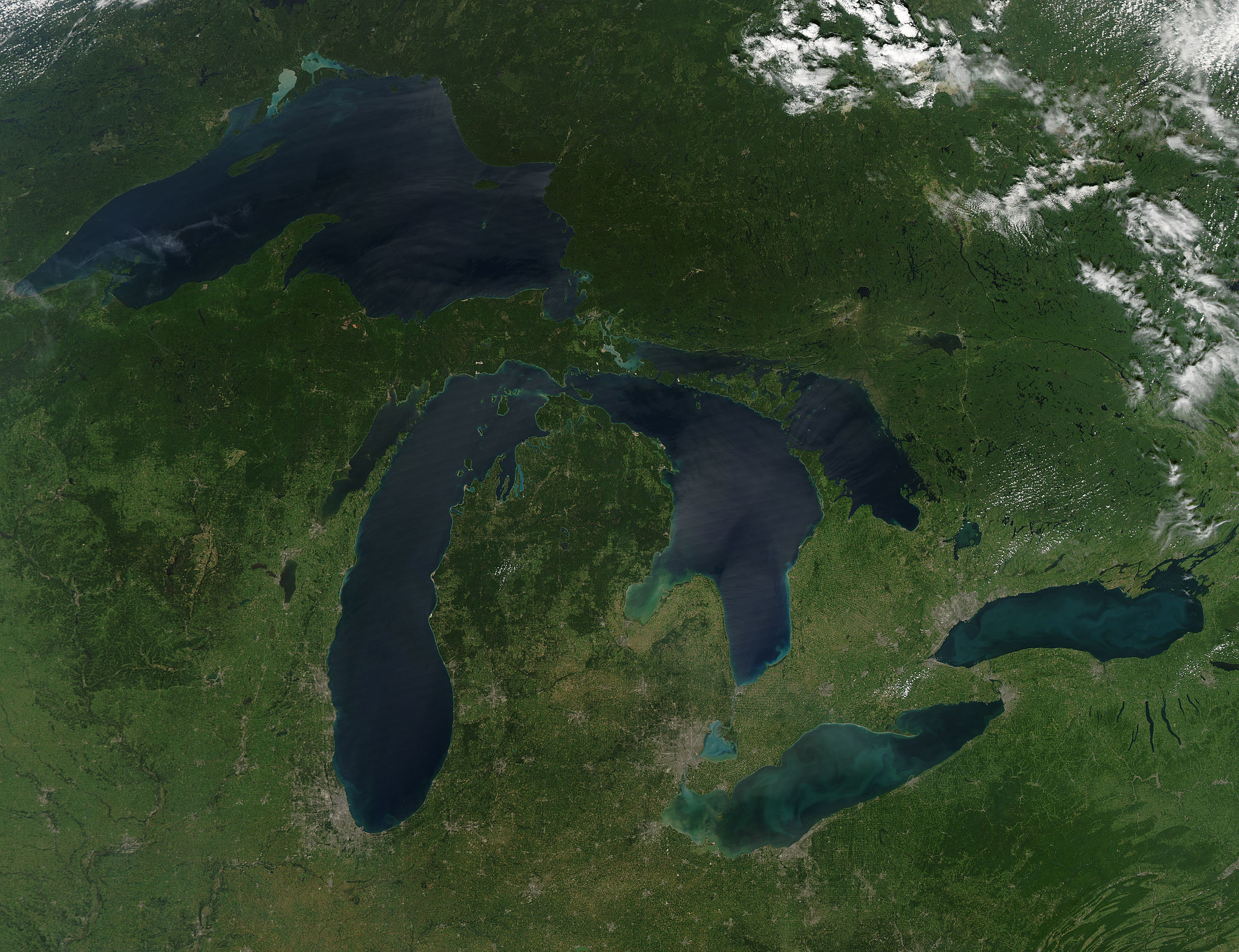 Late August 2010 provided a rare satellite view of a cloudless summer day over the entire Great Lakes region. The image was gathered by the Moderate Resolution Imaging Spectroradiometer (MODIS) on NASA's Aqua satellite. Image credit: NASA via Wikimedia Commons