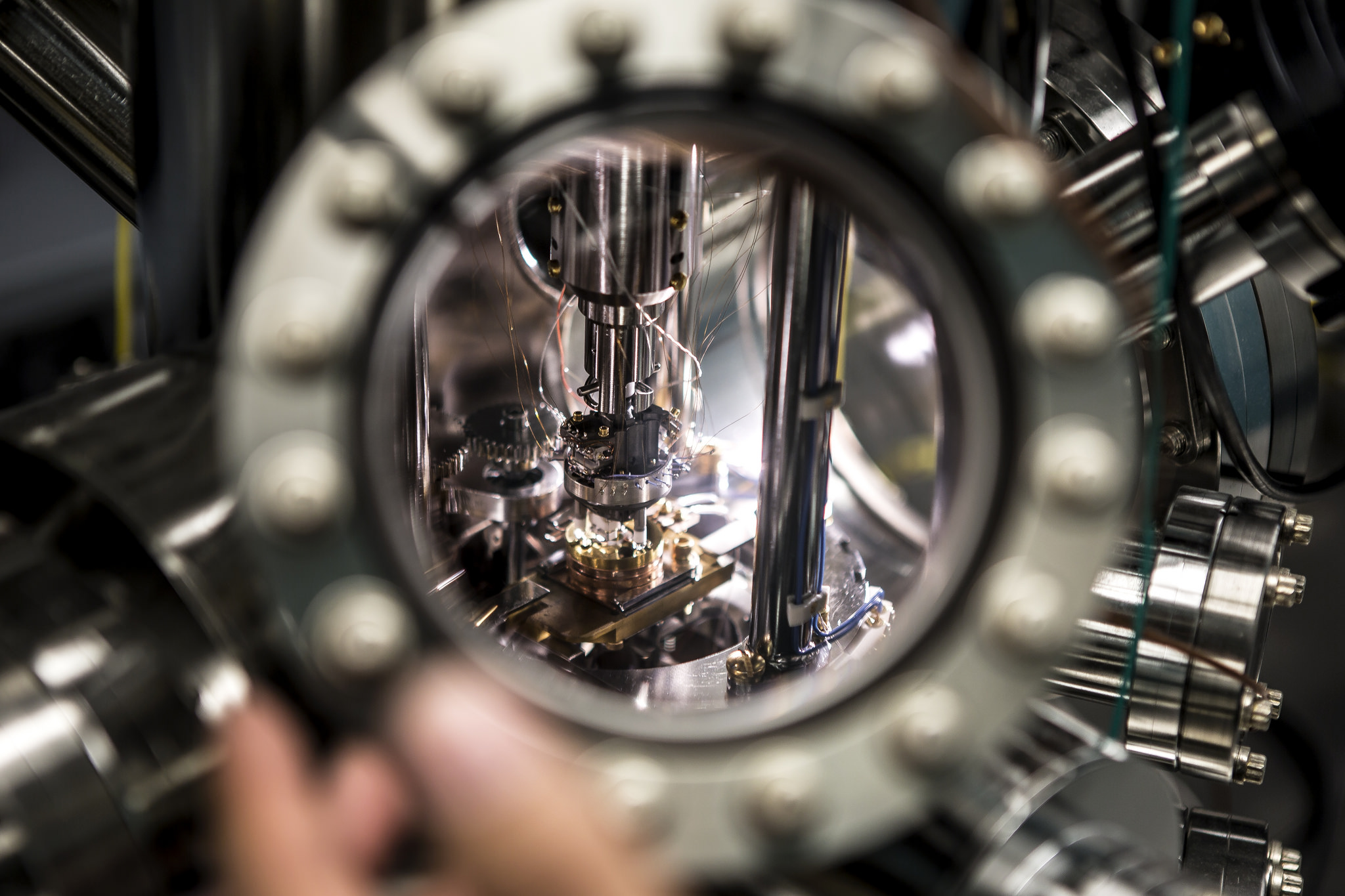 The view inside the Ultra High Vacuum Scanning Thermal Microscope, which was used to measure temperature fluxes at the nanoscale. Image credit: Joseph Xu