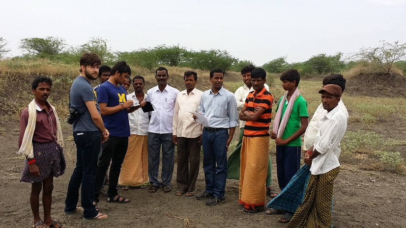 U-M students John Monnat and Adithya Dahagama talk to farmers. Image credit: D. Umamaheshwar