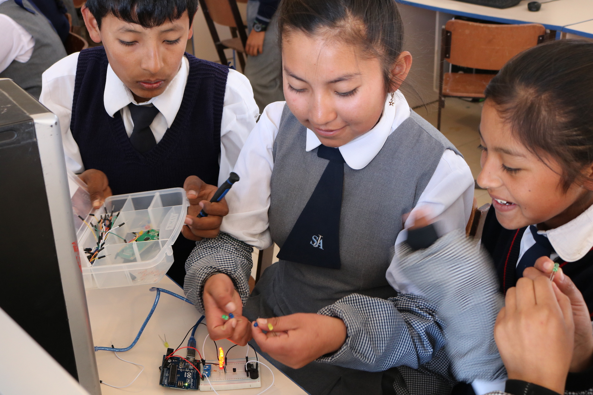 Students in San Juan Apostol school in Arequipa, Peru, are excited because their LED circuit on Arduino worked.