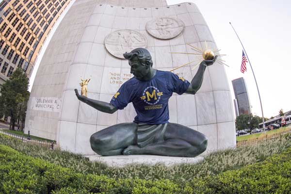 The Spirit of Detroit's U-M Bicentennial t-shirt was installed on Thursday, Aug. 24 to commemorate the 200th anniversary of U-M's establishment in Detroit on Aug. 26, 1817. Photo by Roger Hart, Michigan Photography.
