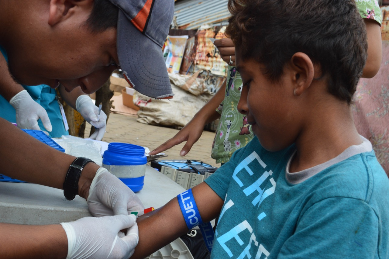Study personnel collect samplesin a neighborhood in Managua in June 2017from participants in the NicaraguanPediatric Dengue Cohort Study (PDCS), a long-standing pediatric dengue cohort established in 2004. Image credit: Sustainable Sciences Institute,Paolo Harris Paz.