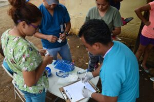 Study personnel prepare to collect blood samples from children in a neighborhood in Managua in June 2017 as part of the NicaraguanPediatric Dengue Cohort Study (PDCS), a long-standing pediatric dengue cohort established in 2004. Image credit: Sustainable Sciences Institute,Paolo Harris Paz.