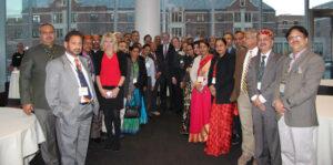 यूनिवर्सिटी ऑफ मिशिगन के अध्यक्ष मार्क श्लिसल अौर रॉस स्कूल ऑफ बिजनेस के डीन स्कॉट डी आरयू के साथ LEAP कार्यक्रम के भारतीय प्रतिभागी।
