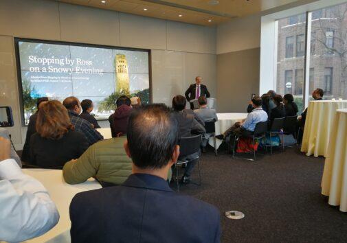मिशिगन विश्वविद्यालय के अध्यक्ष मार्क श्लीसेल एन अर्बोर में भारतीय शिक्षकों से बात करते हुए।