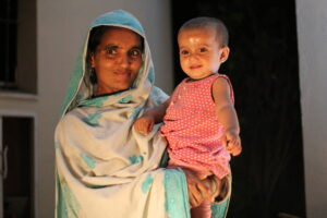 Pakistani mother and child. Image credit: Abdullah Kharal