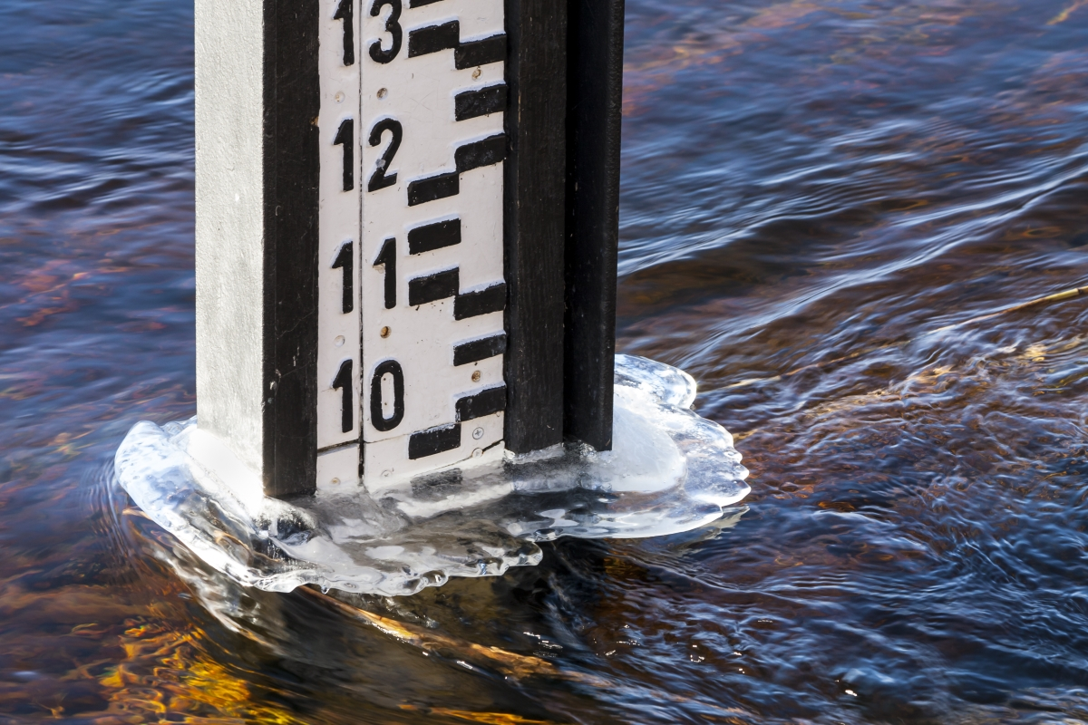 image of a water gauge in the water
