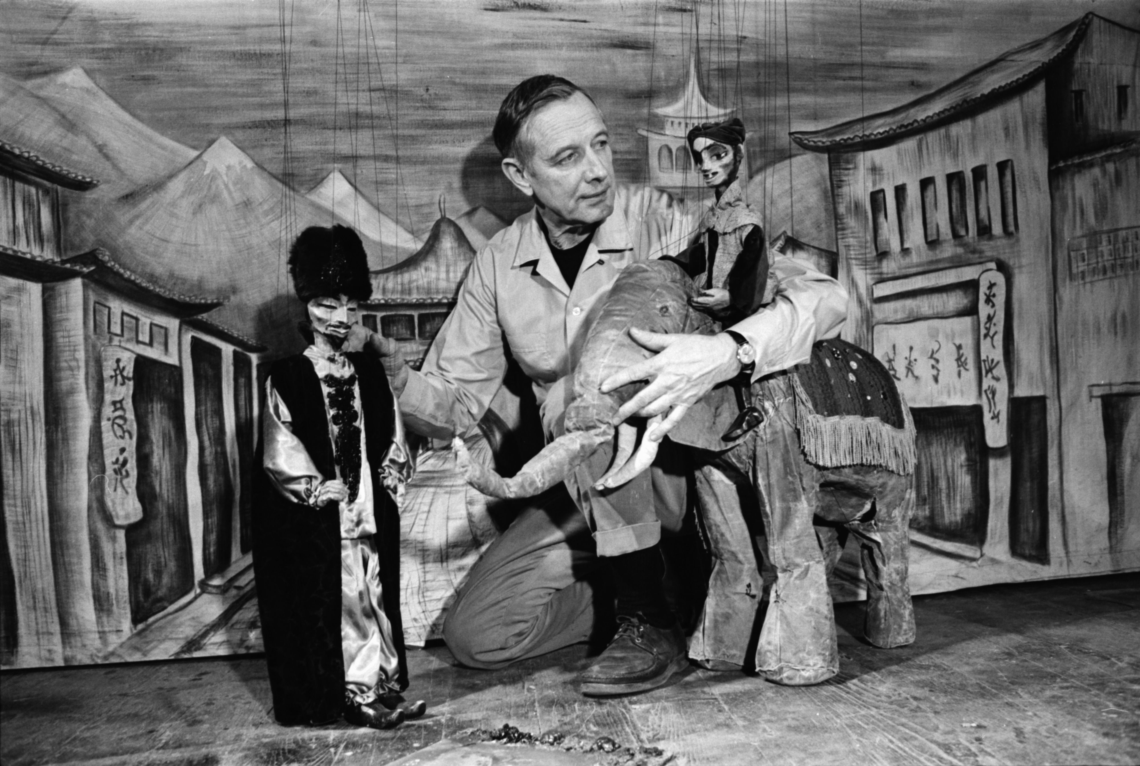 Meredith Bixby with his marionettes in February 1969. © The Ann Arbor News. Courtesy the Ann Arbor District Library archive.