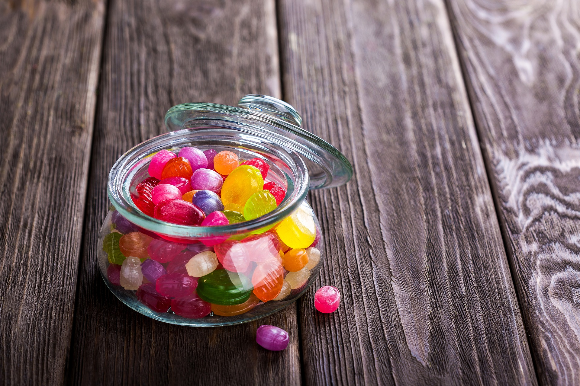 A bowl of candy. Image courtesy Pixabay user, Daria-Yakovleva