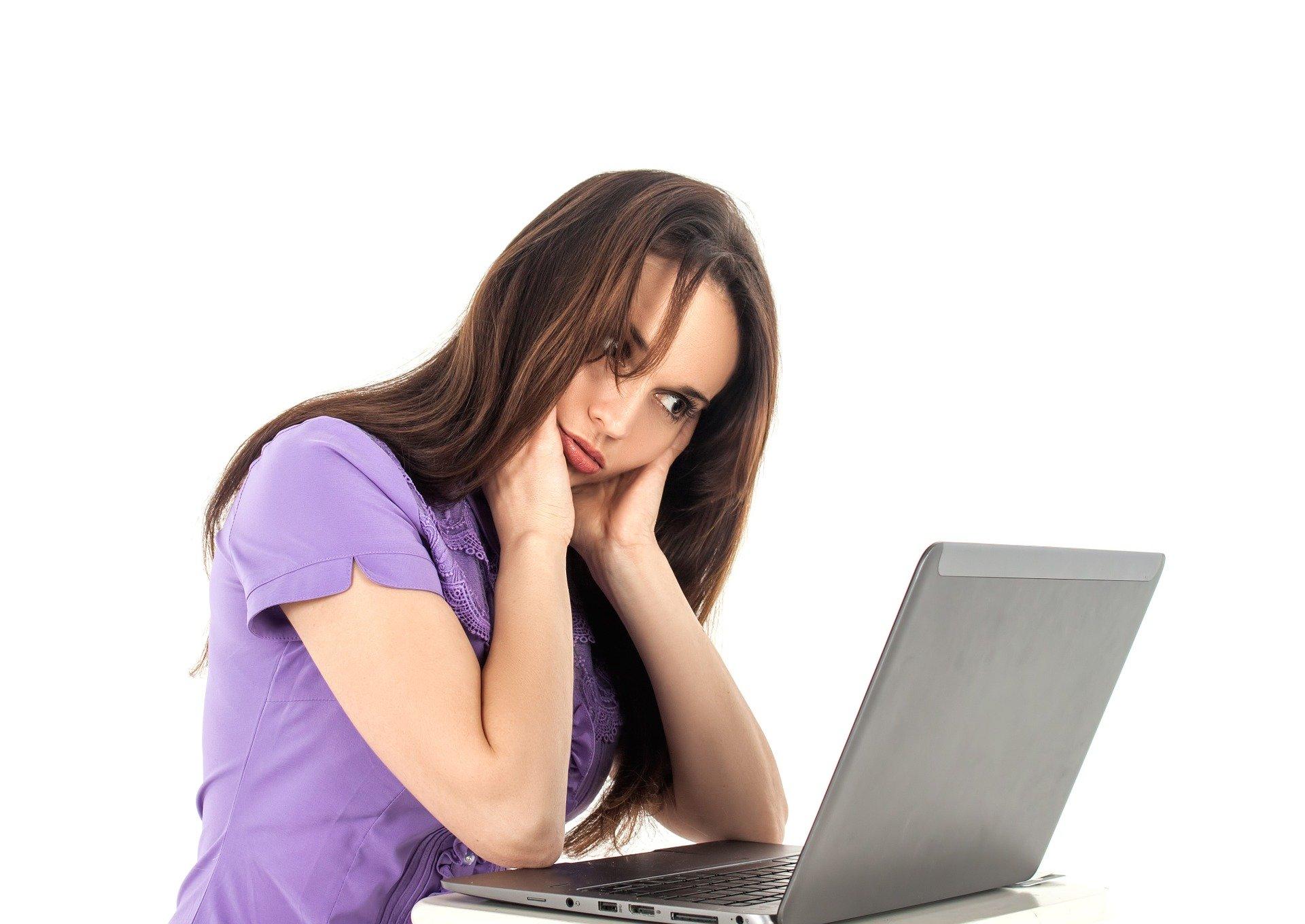 Tired woman at computer. Image credit: Pixabay