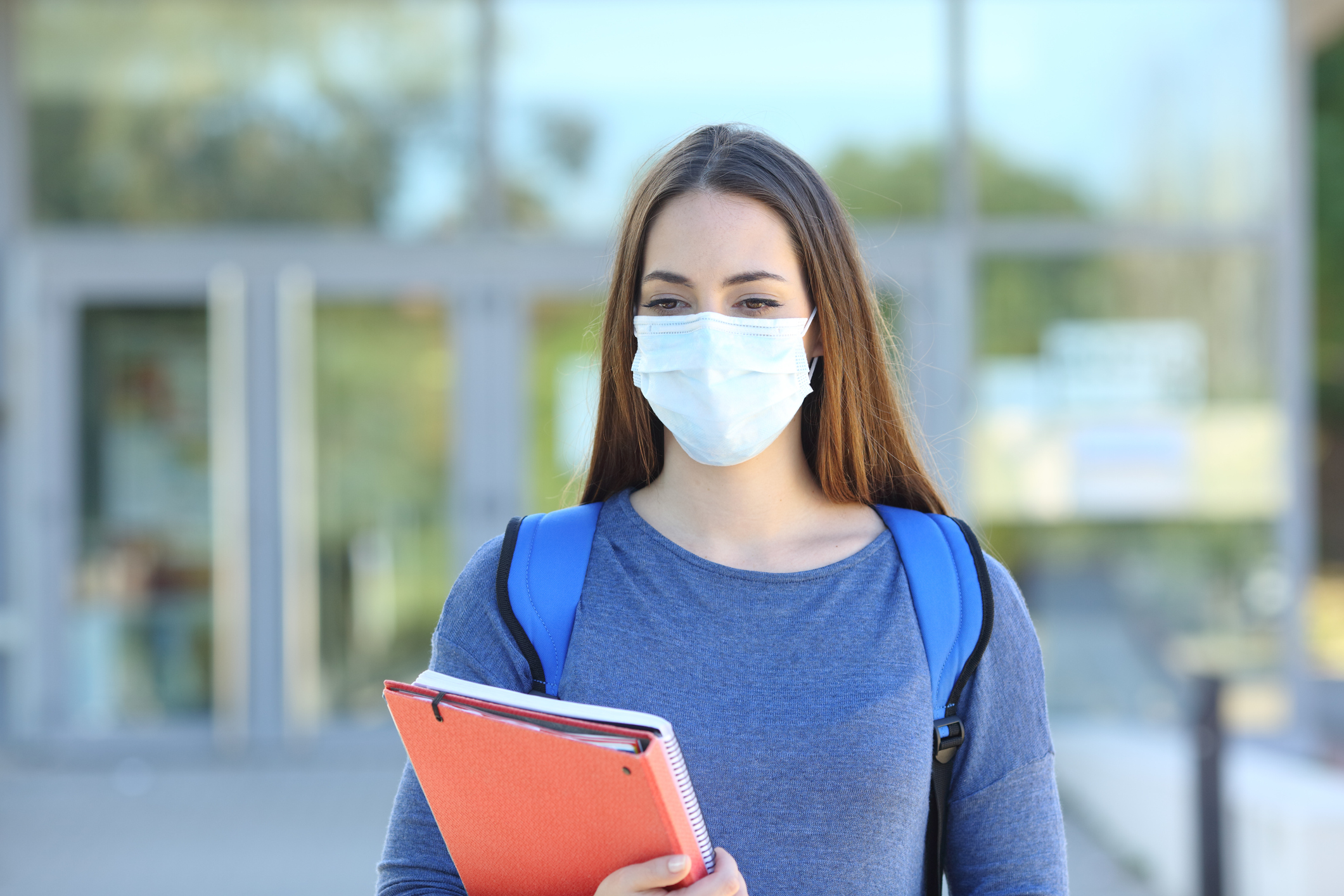 Student wearing a mask on campus. Image credit: iStock