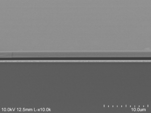 The electron microscope image shows the air (darkest gray) sandwiched between the gold backing at the bottom and the semiconductor at the top. Image credit: Dejiu Fan, U-M Optoelectronic Components and Materials Group