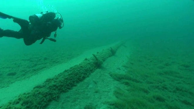 A diver working on the Straits of Mackinac pipelines. Image credit: National Wildlife Federation