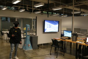 Student Noah Kellman tries out the HoloLens2 technology for construction architecture. Image credit: Center for Academic Innovation