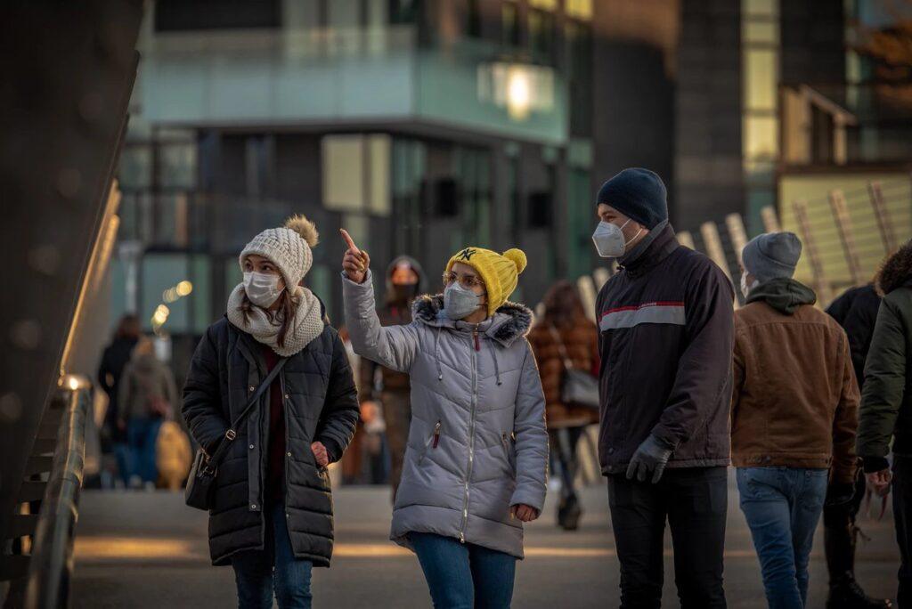 Masked people walking. Image source: https://twitter.com/umichsph/status/1377261722797539334