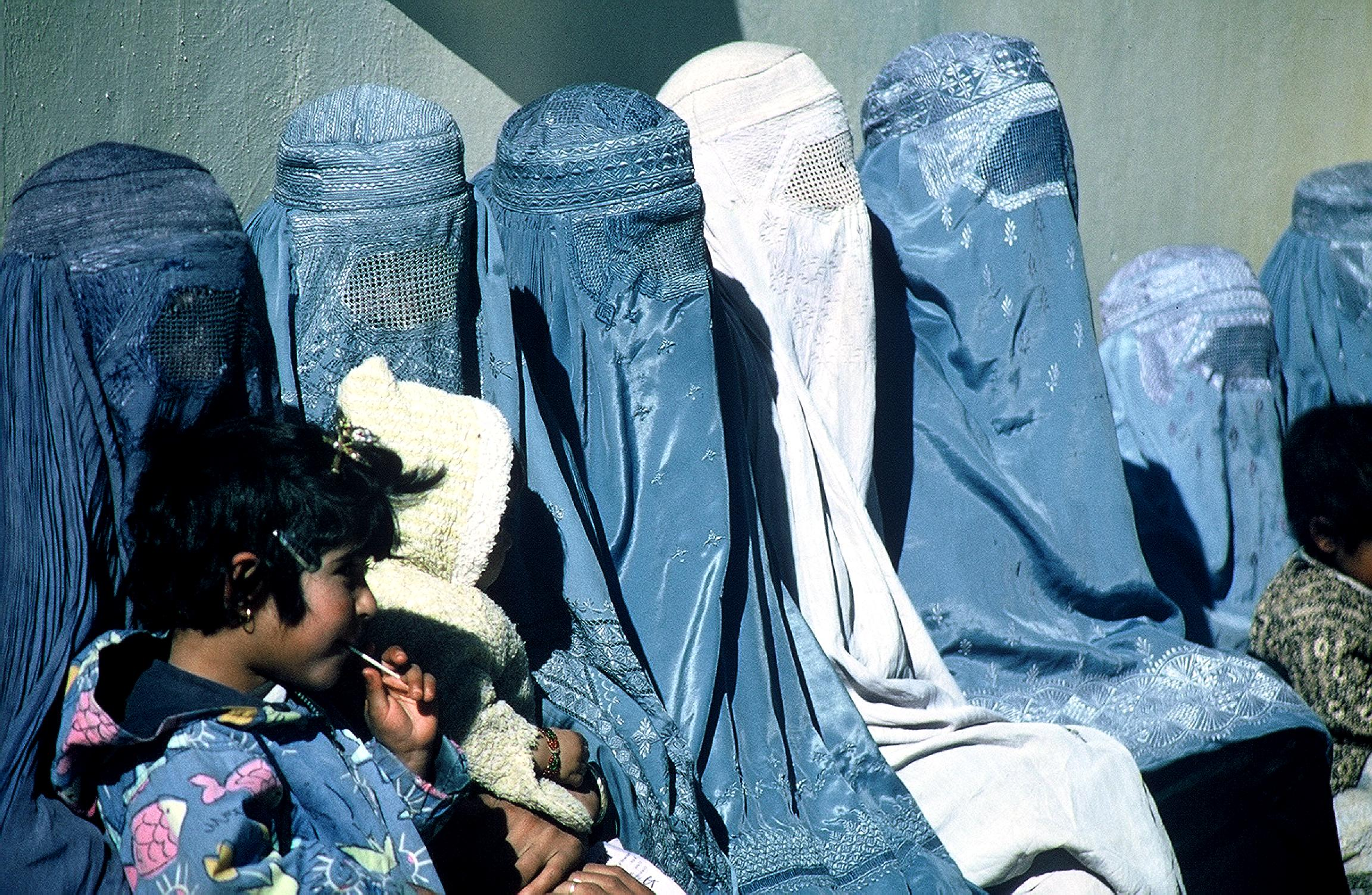 A group of Afghani women wearing burkas. Image credit: USAID, Pixnio