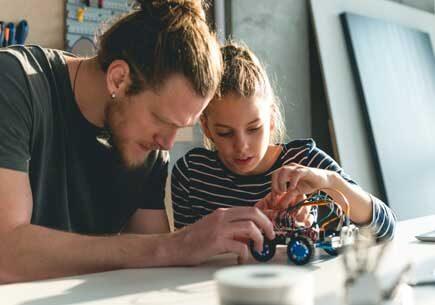 """""""स्टेम"""" से माता-पिता ने लड़कियों मे विज्ञान की डिग्री को बढ़ावा दिया"""